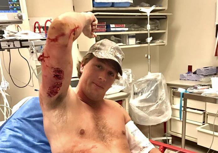 Freek Vonk na de operatie in het ziekenhuis in Miami