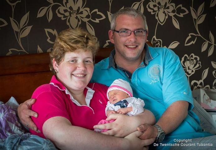 Daniël en Karin Hesselink met baby Romy.
