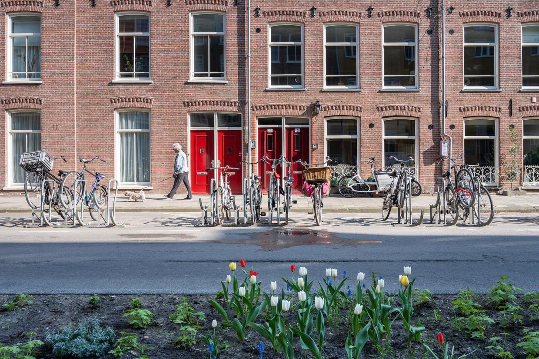 De Frans Halsstraat heeft de auto in de ban gedaan: geen parkeerplekken meer op straat.