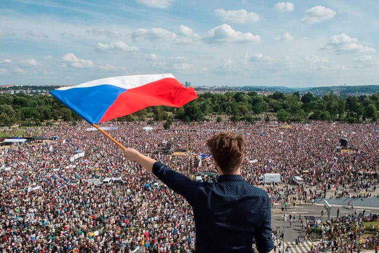 Honderdduizen Tsjechen protesteren tegen premier
