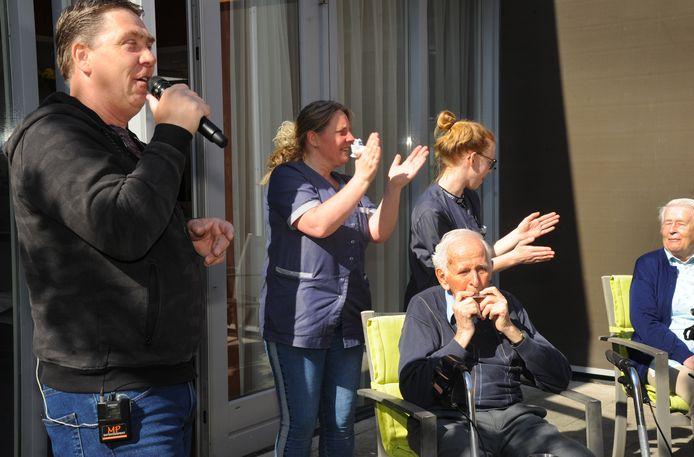 Marco Paulo gaf 16 april bij SVRZ aan de Thibautstraat in Middelburg een corona-proof concert.
