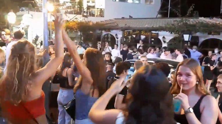 Les jeunes ont passé la première quinzaine de septembre en vacances à Albufeira, une ville du Portugal réputée pour sa vie nocturne animée.
