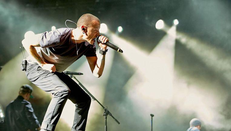 Zanger Chester Bennington van Linkin Park tijdens een concert in 2014 Beeld epa