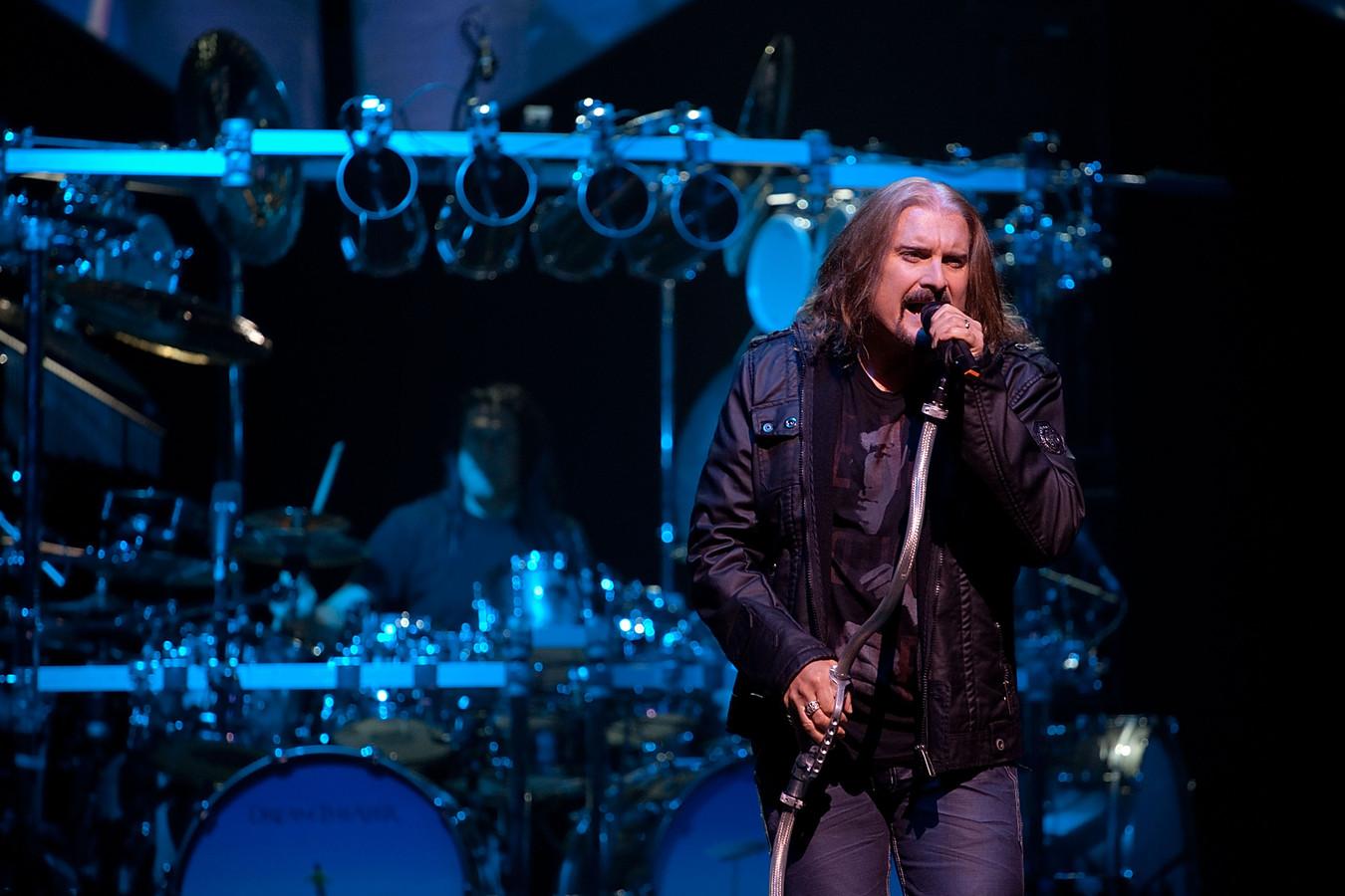 Drummer Mike Mangini en vocalist James LaBrie van Dream Theater