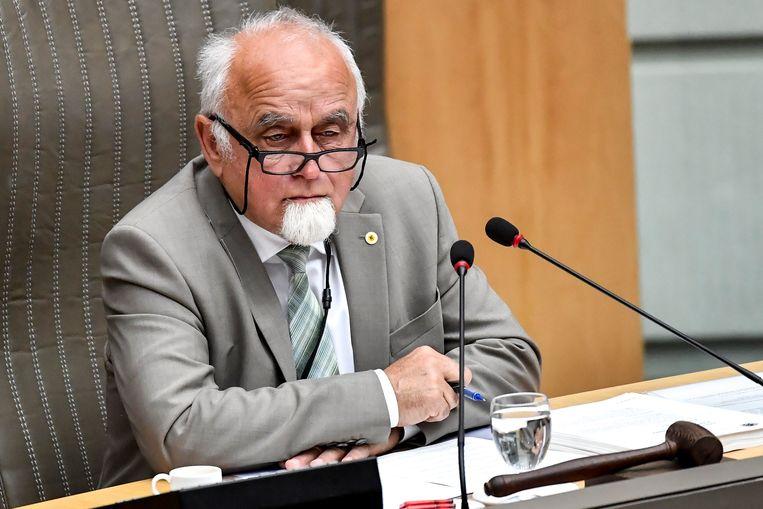 Jan Peumans, voorzitter van het Vlaams Parlement, mocht nog een laatste keer zijn hamer bovenhalen.