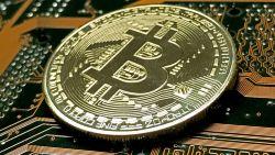 Chaos op cryptomarkt compleet: bitcoin opnieuw in vrije val, andere munten crashen mee