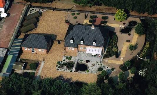 Het landhuis van Nikkie ligt aan de bosrand.