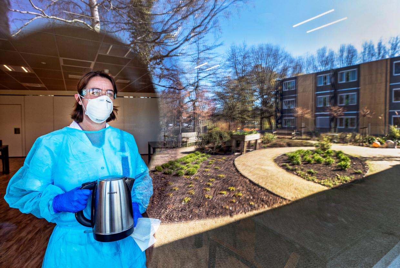 Karin van Beek, coördinerend verzorgende in verzorgingshuis Prinsenhof in Gouda voor mensen met dementie. Beeld Raymond Rutting / de Volkskrant