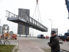Nieuwe brug op sluizencomplex Terneuzen, voor veiligheid bouwers Nieuwe Sluis