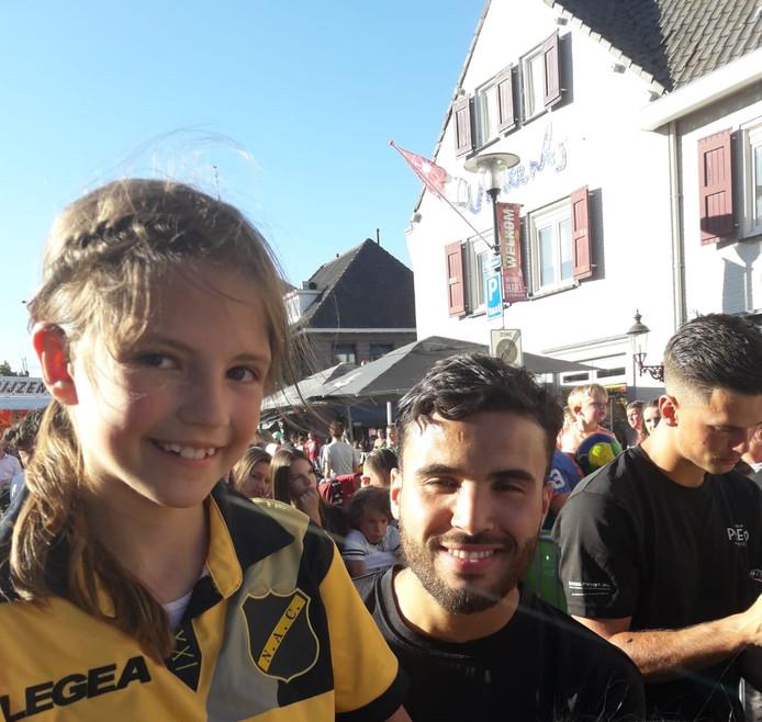 Amber met Mounir El Allouchi.