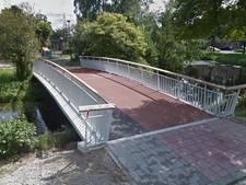 Politie Veenendaal waarschuwt: 149 euro boete voor auto op fietsbrug