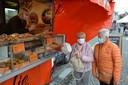 De marktwagen staat onder meer elke woensdag op de wekelijkse markt van Lokeren.