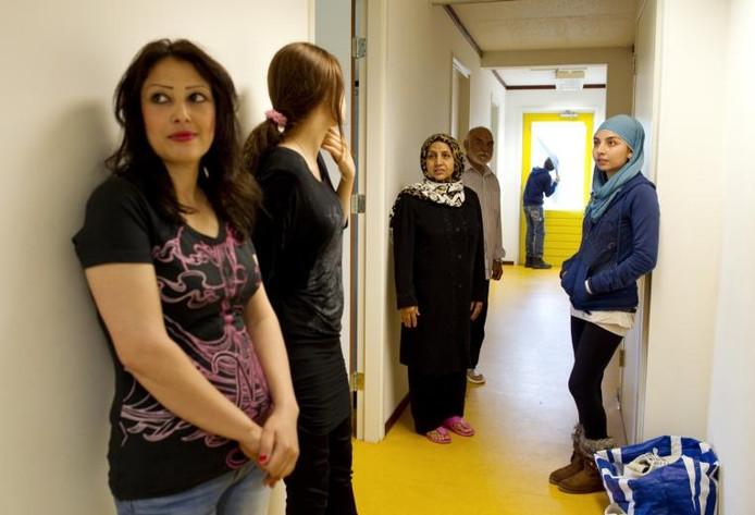 Asielzoekers in een opvangcentrum.foto Inge van Mill/ANP