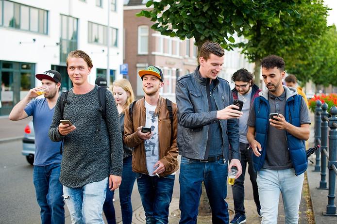 Deelnemers van de Poké Tour in Breda