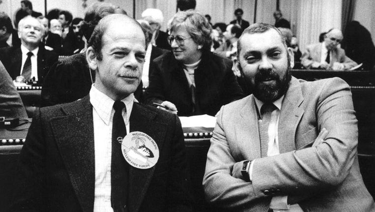 Van der Heijden (rechts) in 1984 als CDA-Kamerlid, naast PPR-Eerste Kamerlid Bas de Gaay Fortman. Beeld anp