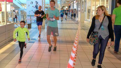 12 kilometer trekt door Westland Shopping Center