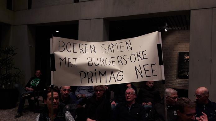 Eerder werd er al vanuit Deurne Walsberg tijdens een raadsvergadering geprotesteerd tegen de grenzen van speciaal voor agrarische bedrijven bedoelde zones.