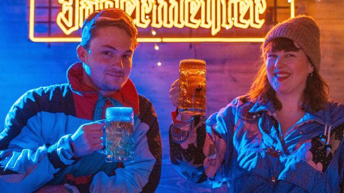 Dorothee Vegas & Like Maarten lanceren knotsgekke remix 'Atje Voor de Sfeer'