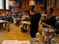 Vingerhoedje en pessarium lijken op elkaar bij Landelijke GeschiedenisQuiz in Den Bosch