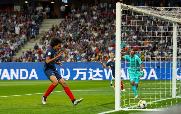Renard trapt in eigen goal.