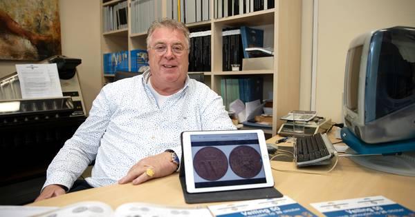 Muntenhandelaar Karel de Geus verkoopt halve cent voor 42.000 euro: 'Net zoveel waard als een kilo goud, ongelooflijk!'