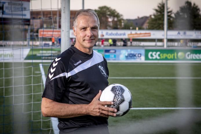 TUBBERGEN - Marcel Waaijer bij zijn terugkeer vorig jaar bij het toen net naar de eerste klasse gepromoveerde TVC'28.