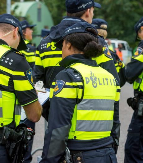 Grote vechtpartij bij sportvelden in Veenendaal, politie massaal in actie om ruziezoekers uit elkaar te halen