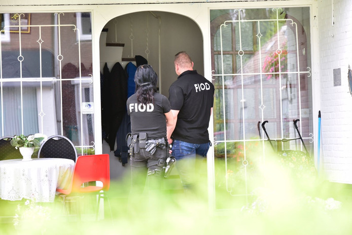 Inval van de FIOD in Heeze.