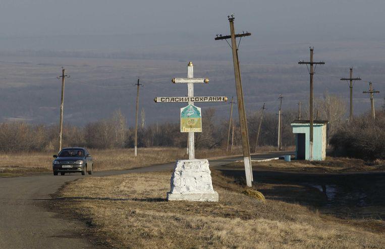 Een symbolische kruis nabij de rampplek met vlucht MH17 in Oekraine.