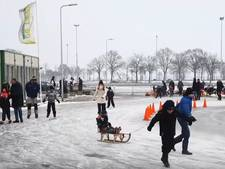 Video | Staphorst pakt (laatste) schaatsdag mee