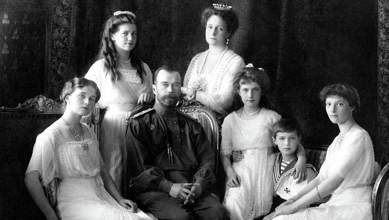 De Romanovs in 1911, met de laatste tsaar, Nicollaas II. Beeld Trouw