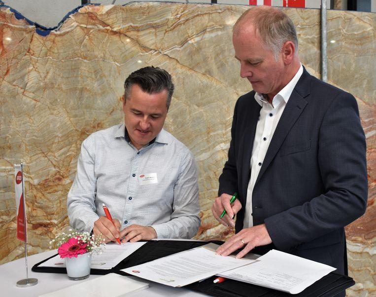 Meyers (Unizo) en Keulen (Open Vld) tekenen de referentietekst.