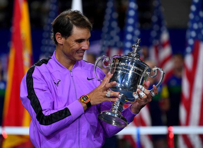 Rafael Nadal viert zijn zege op de US Open van afgelopen jaar.