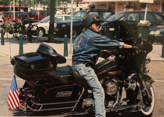 Loet Muis op zijn motor. De voormalige onderaannemer bij de PTT en café-eigenaar van West-End was een enthousiast Harley-rijder, maar bovenal een gepassioneerde man die ontzettend trots was op zijn familie.