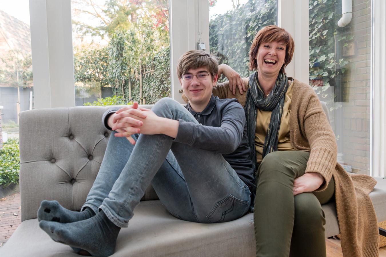 Simone Engelmann met haar zoon Tobias.