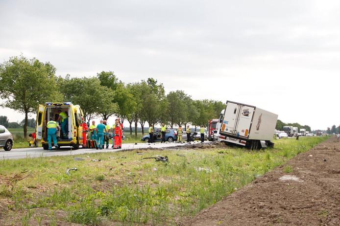 Bij het ongeval op de Gooiseweg in Zeewolde zijn meerdere gewonden gevallen.