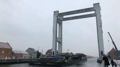 Brugdek verwijderd in Humbeek, scheepvaart kan hernemen