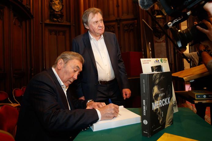 Eddy Merckx et Johny Vansevenant durant la présentation du livre