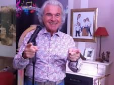 Zanger Peter Dons treedt voor de honderdste keer online op