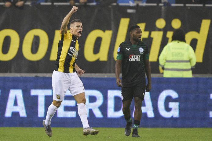 Bryan Linssen spoort Vitesse aan tegen FC Groningen.