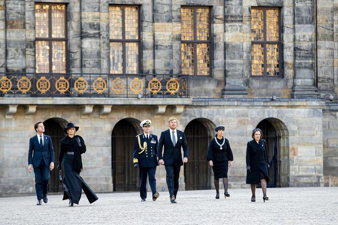 De outfit van Máxima tijdens de Dodenherdenking leverde veel reacties op.