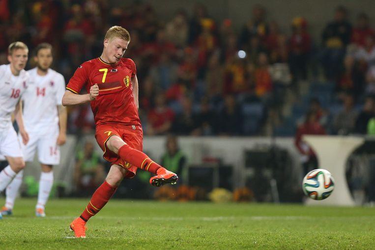 Kevin De Bruyne maakt er vanop de strafschopstip de 5-1 van.
