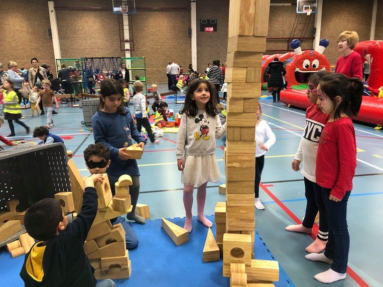 Ook de vraag wie de hoogste toren kon bouwen, werd beantwoord.