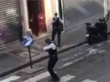 Un policier au déhanché renversant danse pour des habitants confinés