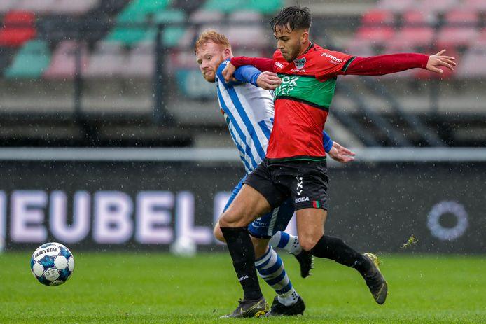 NEC'er Souffian El Karouani (voorgrond) in duel met Jort van der Sande van FC Eindhoven eerder dit seizoen in De Goffert.