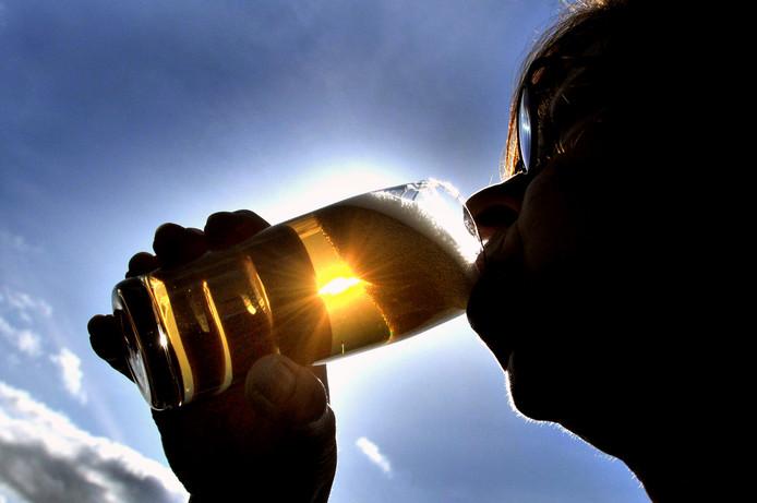 De politie betrapte zondag een man die met teveel alcohol achter de kiezen achter het stuur van een carnavalswagen wilde plaatsnemen.