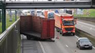 Trucker verliest aanhangwagen en rijdt nietsvermoedend verder
