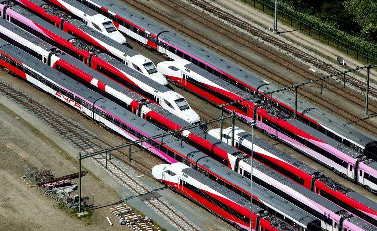 Fyra-treinen staan werkloos gerangeerd op een spoorterrein in Utrecht. Beeld anp