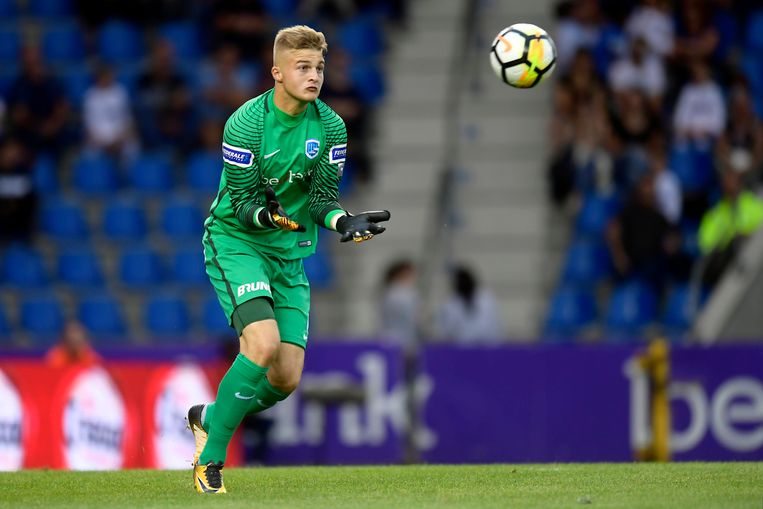 Nordin Jackers was tegen Charleroi de jongste speler in de Genk-selectie.
