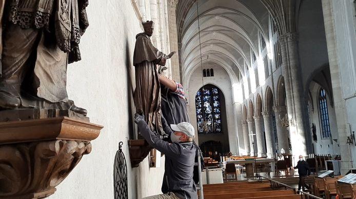 Kardinaal Bona is weer terug in de Lambertuskerk van Wouw.